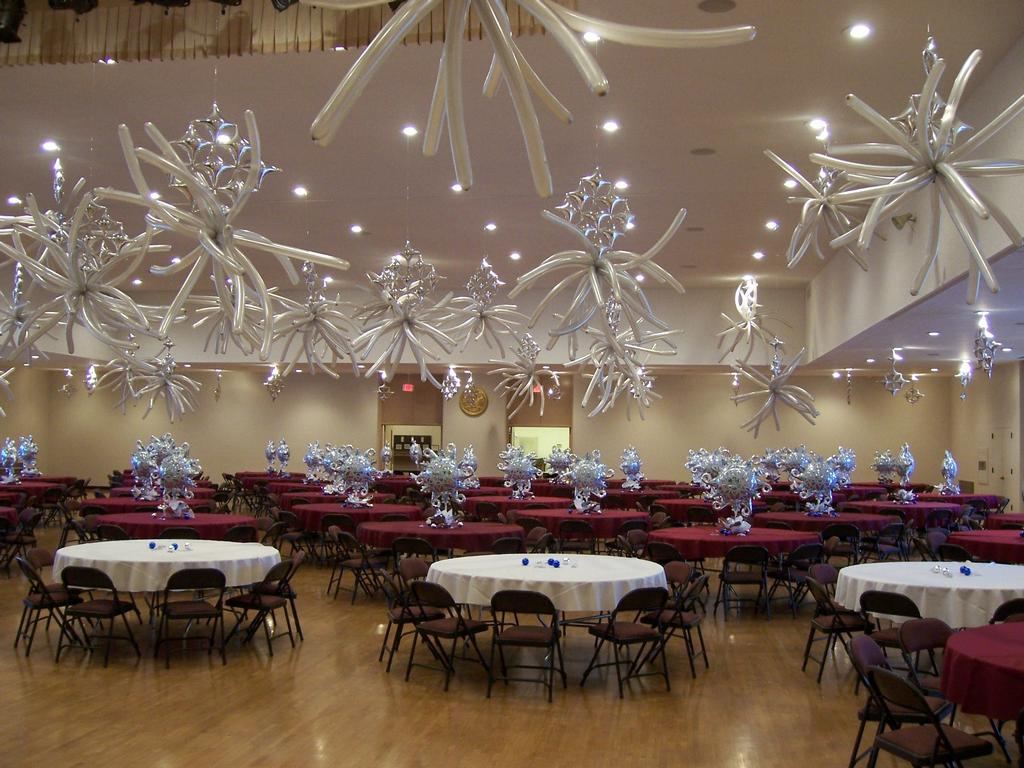 Sweet fifteen party balloons decorations blog for Balloon chandelier decoration